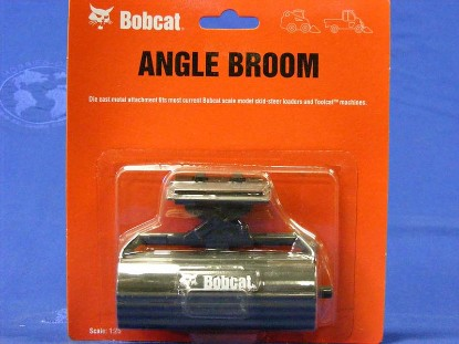 bobcat-angle-broom-for-loader-clover-CLO6988645