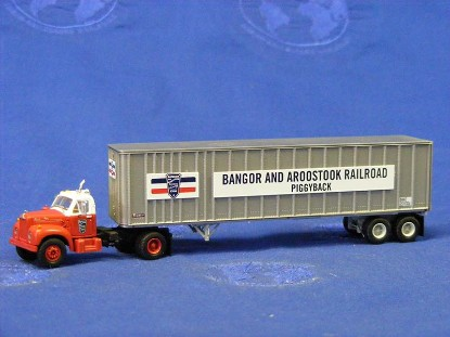 mack-b-w-40-ext.-post-trailer-bangor-aroostook-athearn-ATH28013