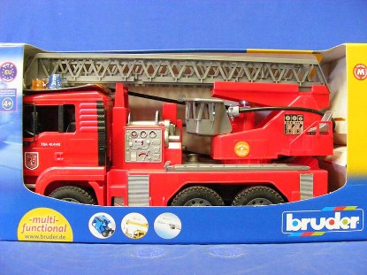 man-fire-engine-w-water-pump-light-sound--bruder-BRU02771