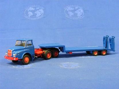 man-dhas-with-lowbed-trailer-saviem-conrad-CON1045.01