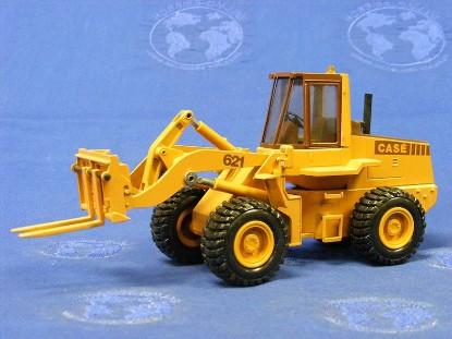 case-621-wheel-loader-w-attachments-conrad-CON2426