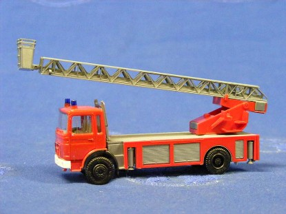man-fire-ladder-truck--red-herpa-HER818502