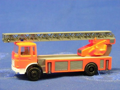 man-fire-ladder-truck--orange-herpa-HER818504