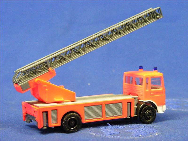 man-fire-ladder-truck--orange-herpa-HER818504