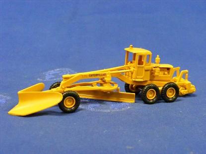 caterpillar-grader-with-v-blade-roco-ROC1403