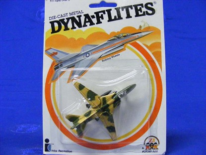 dyna-flites-jet--moveable-wings-1982--zee-toys-ZEE02