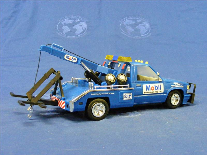 1995-mobil-toy-tow-truck-3rd-in-series--gas-station-trucks-GST1995