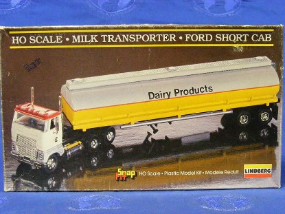 ford-day-cab-with-liquid-tanker-kit-lindberg-LIN1054