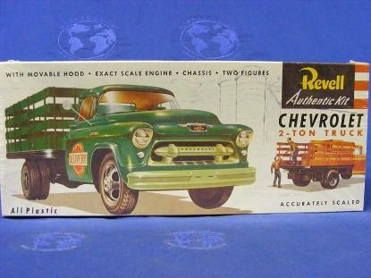 chevrolet-2-ton-stakebed-truck-revell-REV1401