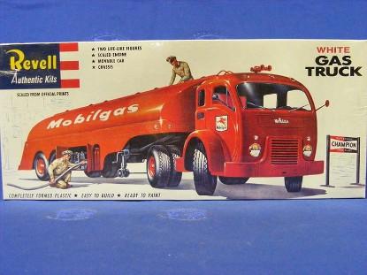 white-gas-truck--mobilgas-revell-REV1420