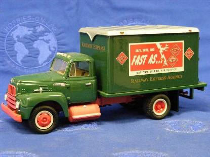 ih-1957-r-190-dry-goods-van-railway-express-agency-first-gear-FGC1093
