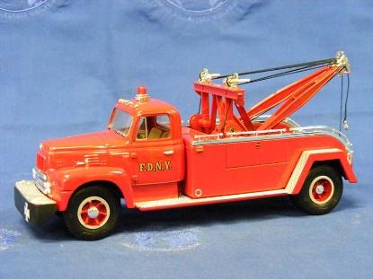 ih-10957-r-200-tow-truck-f.d.n.y.-first-gear-FGC1401