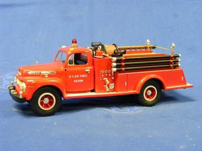 ford-1951-f-7-fire-truck--u.s.a.f.-first-gear-FGC1940