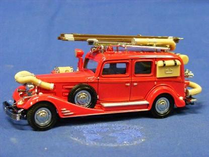 yesteryear-1933-cadillac-fire-wagon-matchbox-yesteryear-MATYFE03