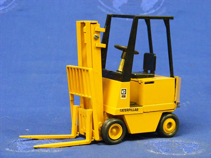 cat-m-series-electric-forklift-opening-engine-cov-conrad-CON2400.1