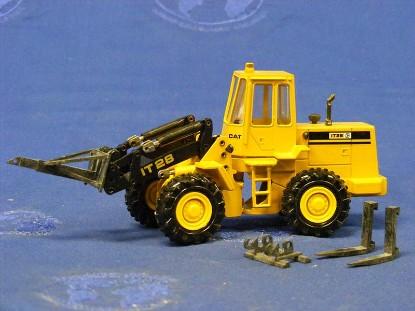 caterpillar-it28-tool-carrier-old-color-conrad-CON2888