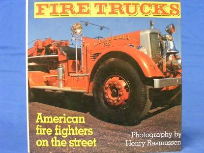 fire-trucks--american-fire-fighters-on-the-street--BKS111628A