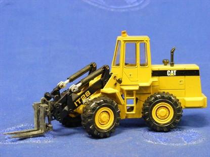 caterpillar-it-28-tool-carrier-new-color-conrad-CON2888.1