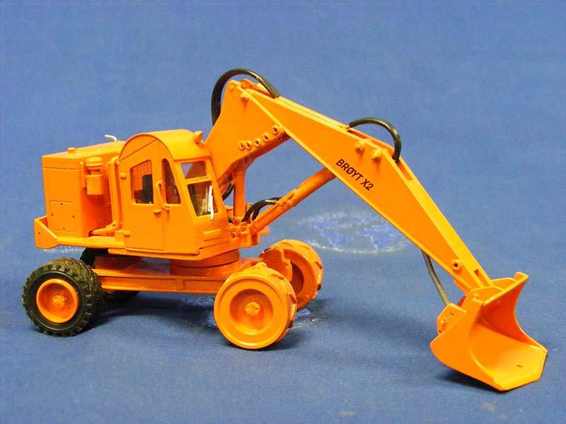 broyt-x2-wheel-shovel-orange-emd-series-n-EMDN128G