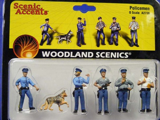 policemen-5-men-1-dog--woodland-scenics-WDS2736