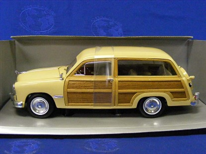 ford-1949-custom-2-door-woody-wagon-cream-motor-city-classics-MCC30003