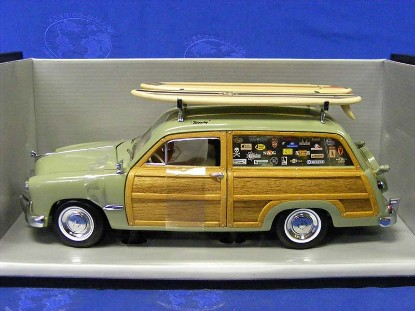 ford-1949-woody-wagon-surf-shop-seamist-green-motor-city-classics-MCC60001