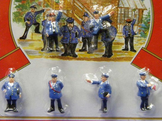 railroad-staff-set-of-6--model-power-MDP5739