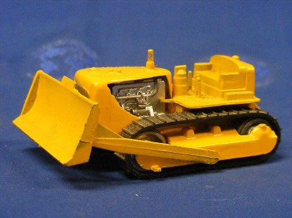 caterpillar-d7-track-type-tractor-w-dozer-tootsietoy-TST3910
