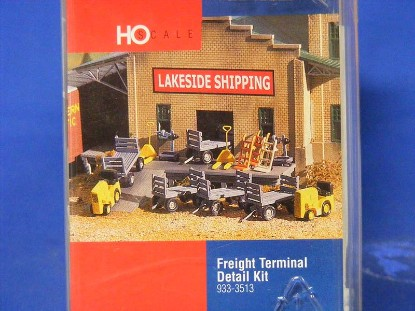 freight-terminal-detail-kit-walthers-WAL3513
