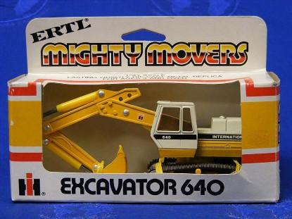 ih-640-track-excavator-ertl-ERT1854