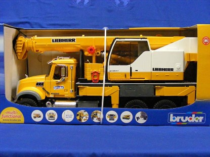 mack-granite-liebherr-crane-truck-bruder-BRU02818