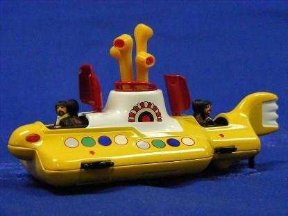 the-beatles--yellow-submarine-corgi-COR05401