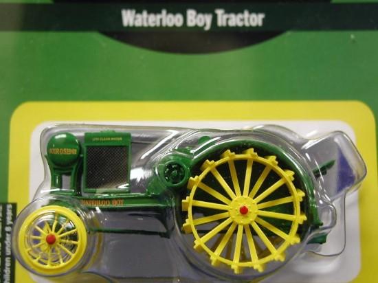 john-deere-waterloo-boy-tractor-athearn-ATH7752