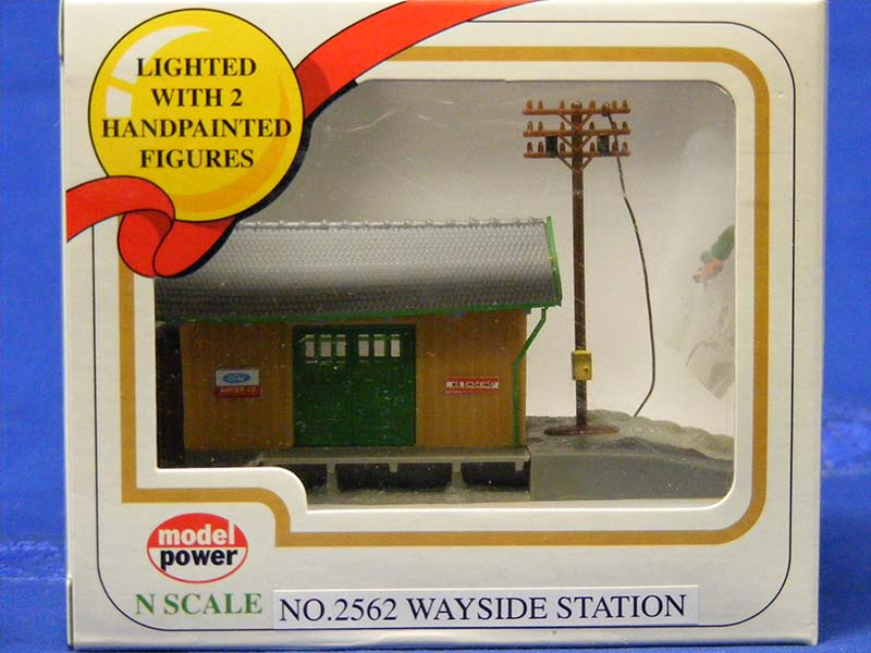 Wayside Station, Lighted w/ 2 Figures