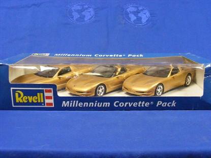 millenium-corvette-pack-3-promo-models--gold--revell-REV85-0917