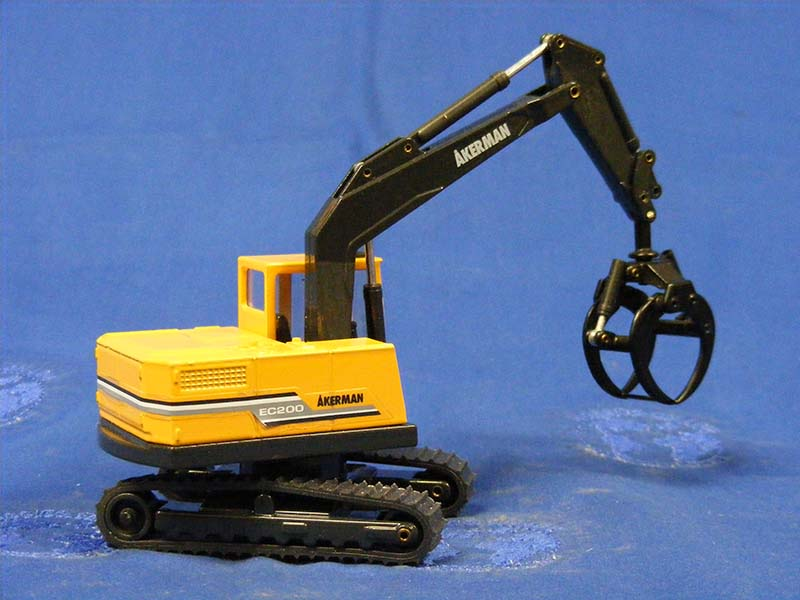 akerman-ec200-with-log-grapple-customized-CUS34