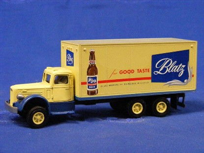 mack-l-box-van-blatz-beer-dehanes-models-DMC102