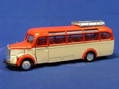 mb-03500-bus-red-white-nzg-NZG218.3