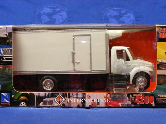 international-4200-refrigerated-truck-new-ray-NRY15903W