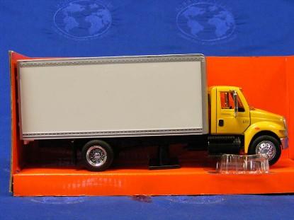 international-4200-box-truck-new-ray-NRY15903Y