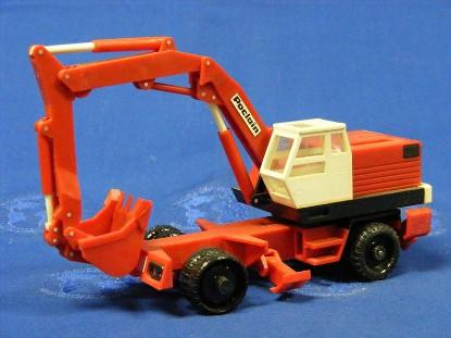 poclain-ly2p-wheel-excavator-poclain-cut-out-bourbon-BOU02