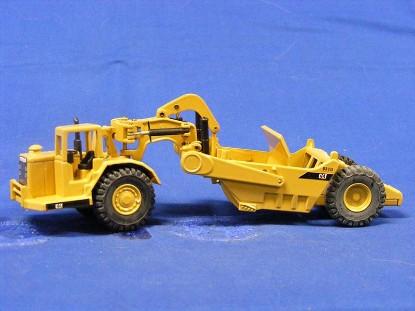 caterpillar-631d-scraper-new-color-pyramid-logo-joal-JOA219C1