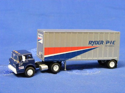 ford-c-tractor-w-28-wedge-trailer--ryder-pie-athearn-ATH91003