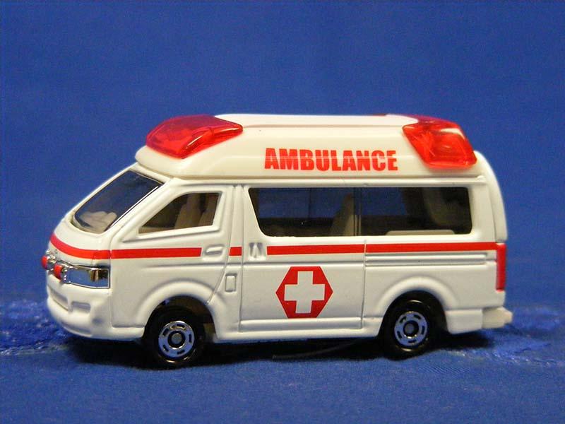 ambulance-tomica-TOM16014