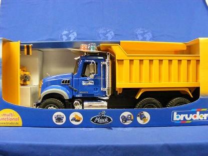 mack-granite-dump-truck-w-snow-plow-blade-bruder-BRU02825