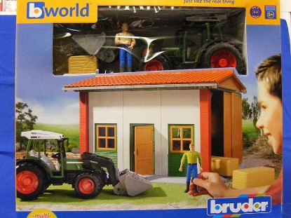 farm-shed-w-figure-tractor-accessories-bruder-BRU62620