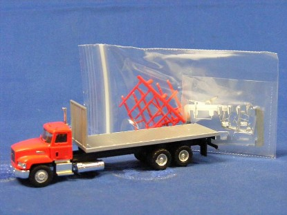 mack-603-flatbed-w-off-road-tires-herpa-HER006478