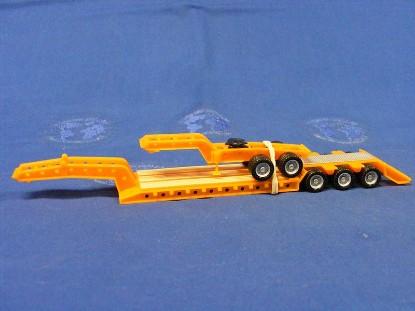 heavy-equipment-trailer-w-jeep--yellow-herpa-HER005394
