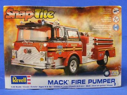 mack-fire-pumper-revell-REV85-1945