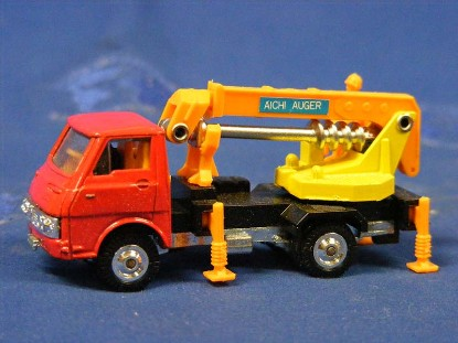 aichi-crane-auger-on-isuzu-elf-grip-zechin-GRI9